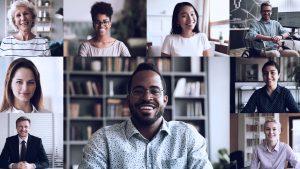imagem com pessoas que representa uma solução de inclusão nas empresas