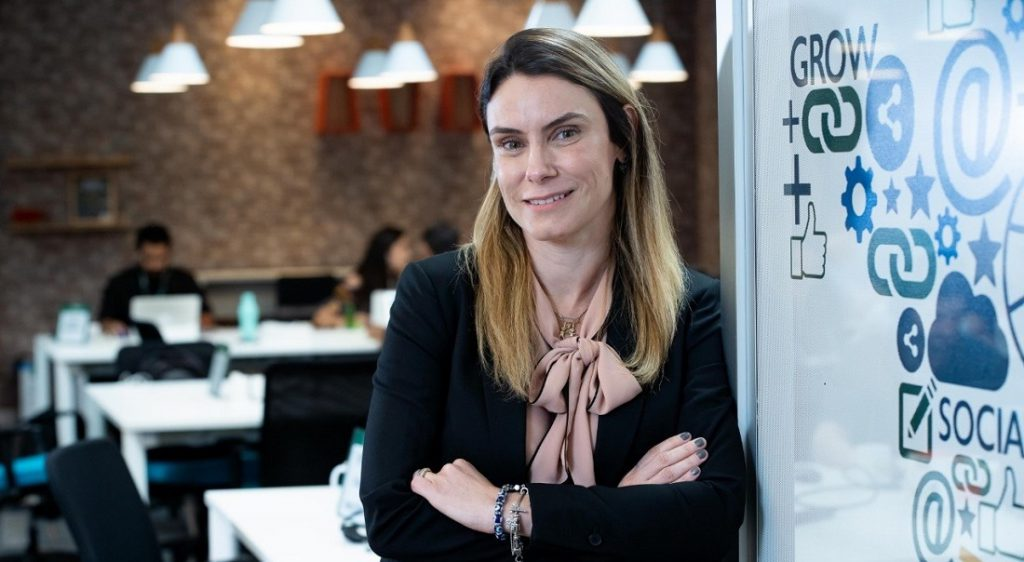 imagem com a executiva Melissa que representa uma solução de 5 lições sobre transformação digital